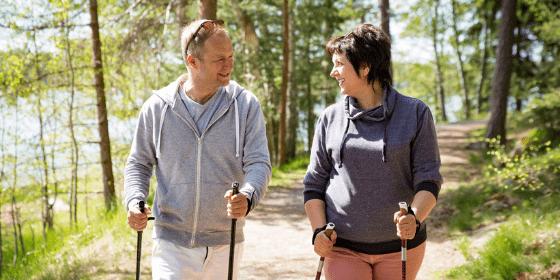 Nordic walking – popularna forma aktywności dla osób starszych