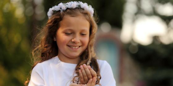 Prezent na komunię dla dziewczynki – dziesięć oryginalnych pomysłów