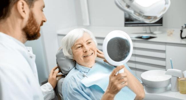Proteza zębowa – rodzaje i koszty