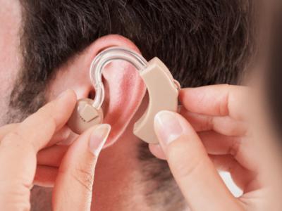Aparat słuchowy –kiedy jest potrzebny, ile kosztuje?