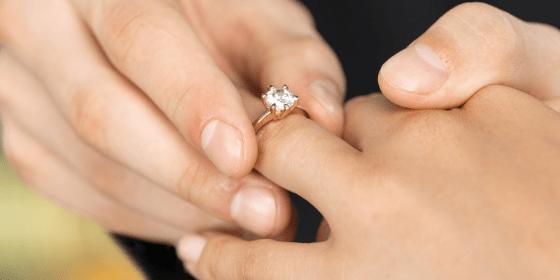 Pierścionek zaręczynowy – ile kosztuje?
